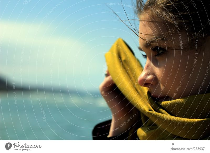 M Human being Young woman Youth (Young adults) Face 1 Scarf Observe Discover To hold on Looking Sadness Far-off places Beautiful Curiosity Feminine Green