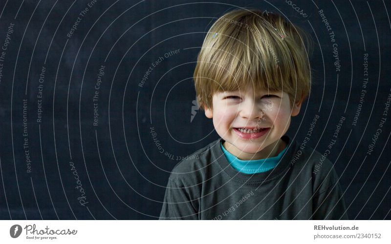 Mischievous Human being Masculine Child Boy (child) Infancy 1 3 - 8 years T-shirt Hair and hairstyles Blonde Smiling Laughter Friendliness Happiness Happy Funny