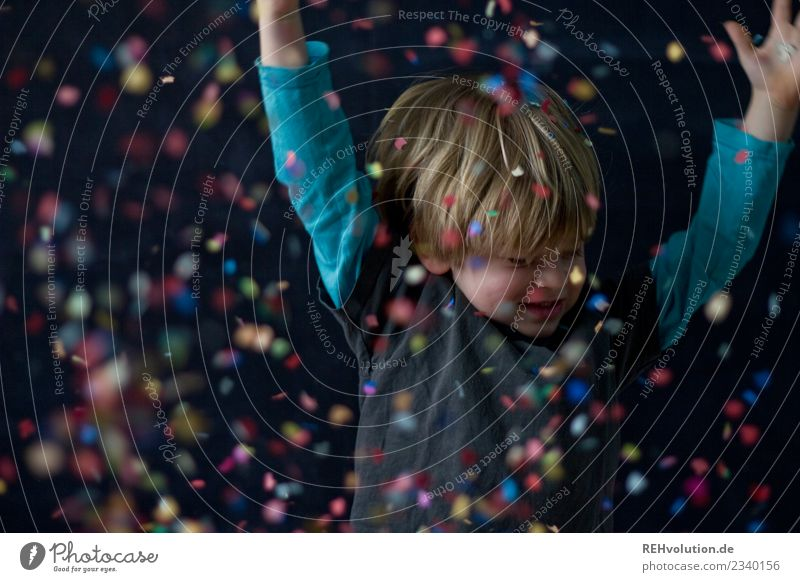 confetti Lifestyle Leisure and hobbies Playing Human being Masculine Child Boy (child) 1 3 - 8 years Infancy Smiling Dance Throw Authentic Exceptional Happiness