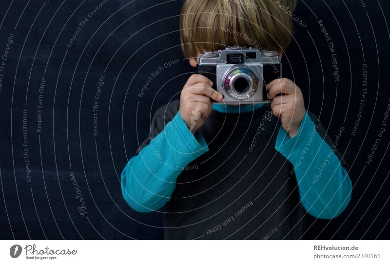 please smile Leisure and hobbies Photography Camera Take a photo Human being Child Boy (child) 1 3 - 8 years Infancy T-shirt Sweater Blonde Short-haired Observe