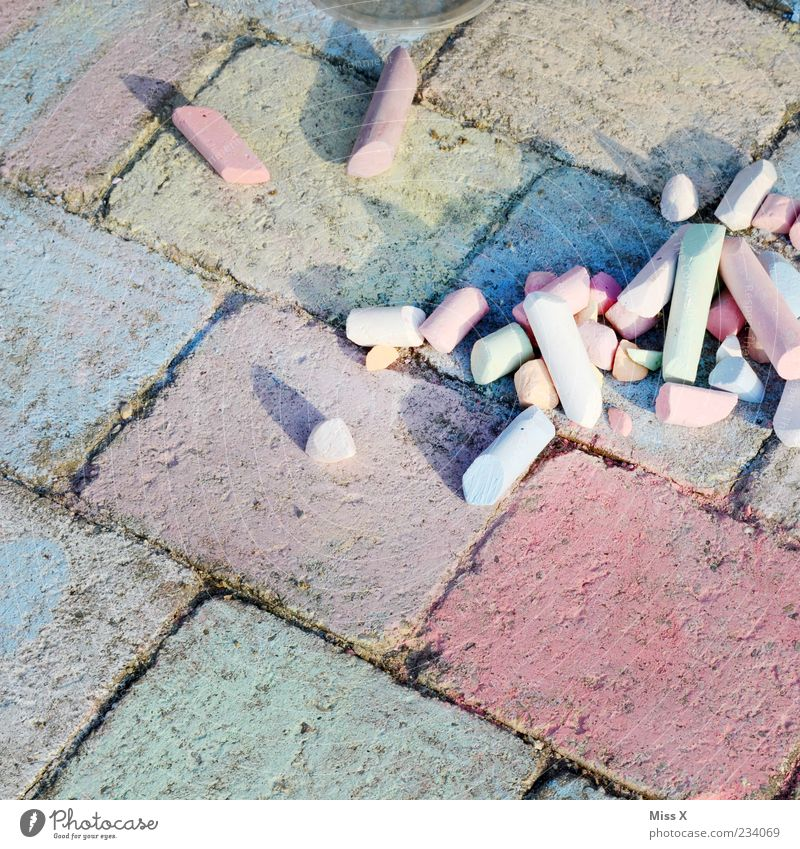 Colour Lanes & trails Infancy Leisure and hobbies Creativity Painting (action, artwork) Draw Chalk Seam Paving stone Street painting