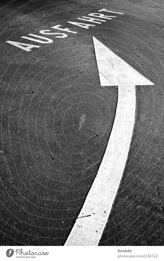 Keyword Arrangement Esthetic Symbols and metaphors Asphalt Arrow Word Dynamics Escape Left Graphic Black & white photo Parking garage Minimalistic Highway ramp (exit) Exit route
