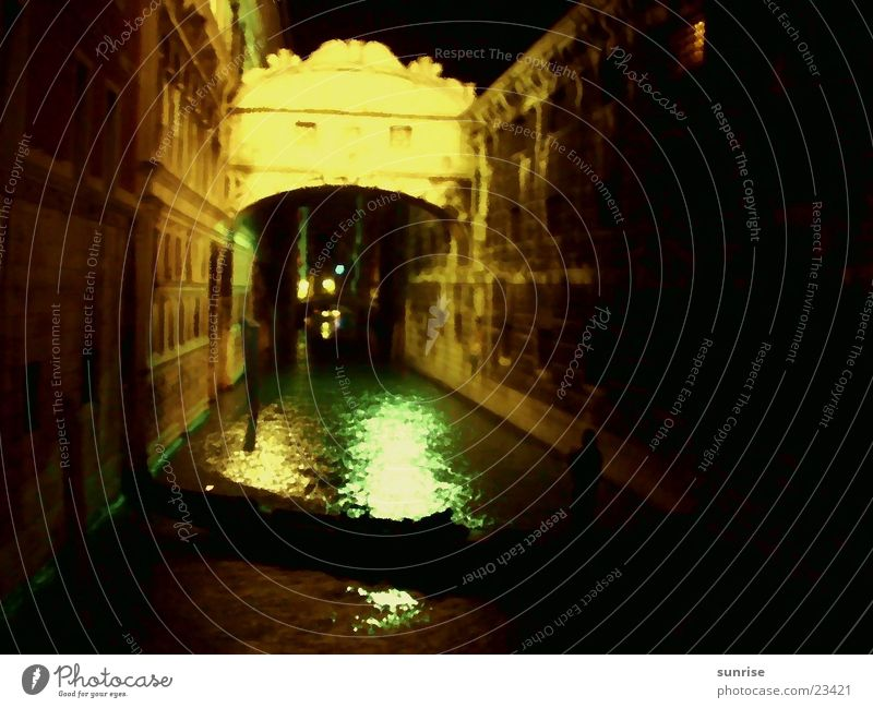 Gondola in Venice Night Light Europe Gracht Central perspective Right ahead Night shot Artificial light Gondola (Boat) Blur Bridge Historic Old