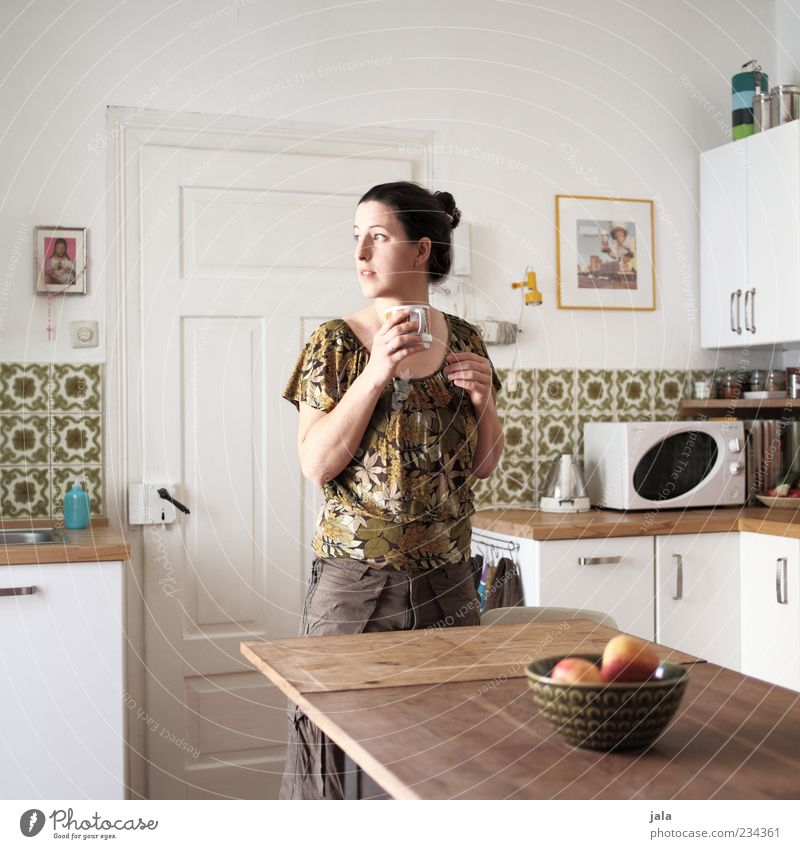 900 | short story Beverage Drinking Coffee Living or residing Flat (apartment) Kitchen Human being Feminine Woman Adults 1 30 - 45 years Looking Stand