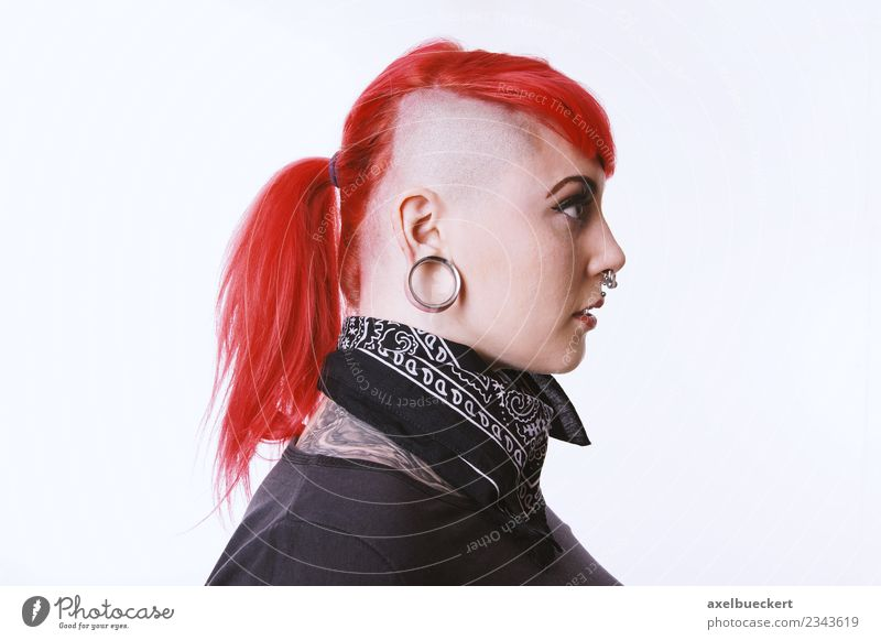 Sidecut & Flesh Tunnel Piercing Lifestyle Human being Feminine Androgynous Young woman Youth (Young adults) Woman Adults 1 18 - 30 years Jewellery Tattoo
