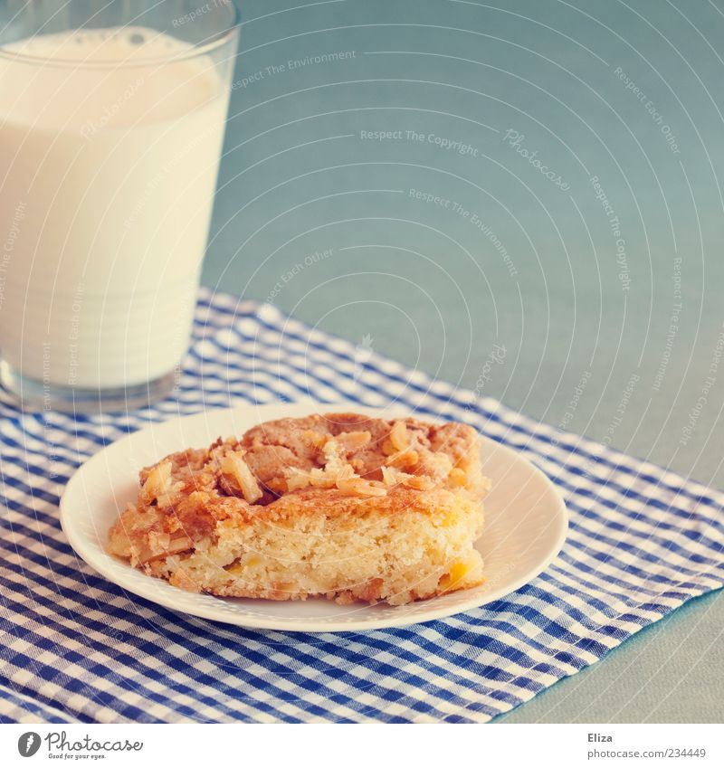 Glass Sweet Part Cake Delicious Appetite Plate Milk Checkered Dessert Frosted glass To have a coffee Blue-white Food photograph Apple pie