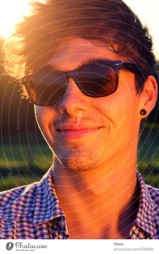 rays Summer Masculine Young man Youth (Young adults) Head 1 Human being 18 - 30 years Adults Happiness Joie de vivre (Vitality) Spring fever Optimism Sunglasses