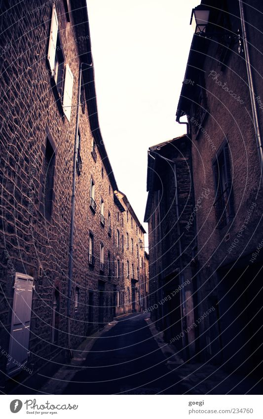i.i.i[ Old town Deserted House (Residential Structure) Wall (barrier) Wall (building) Alley Vanishing point Colour photo Exterior shot Day Central perspective