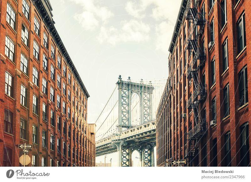 Manhattan Bridge seen from Dumbo, New York City, USA. Tourism Trip Sightseeing City trip Summer Living or residing Flat (apartment)