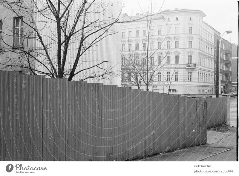 Old City House (Residential Structure) Wall (building) Emotions Wall (barrier) Facade Authentic Capital city Old building Corrugated sheet iron Hoarding