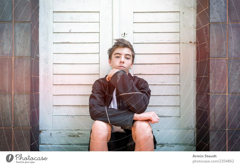 Portrait sitting Lifestyle Style Beautiful Senses Calm Summer Human being Masculine Young man Youth (Young adults) Hand 1 13 - 18 years Wall (barrier)