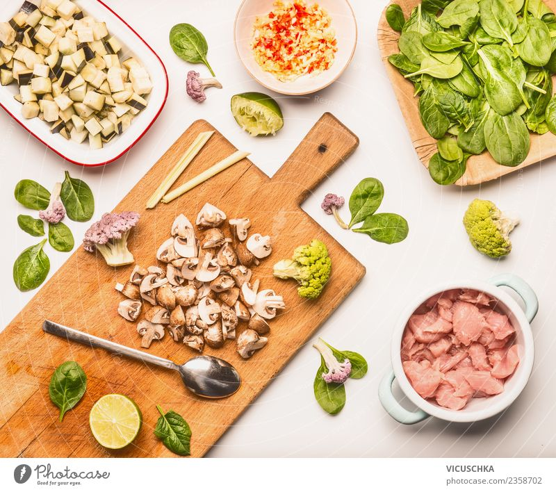 Spinach with mushrooms and chicken Food Meat Vegetable Nutrition Lunch Dinner Organic produce Diet Crockery Style Design Healthy Eating Kitchen Restaurant