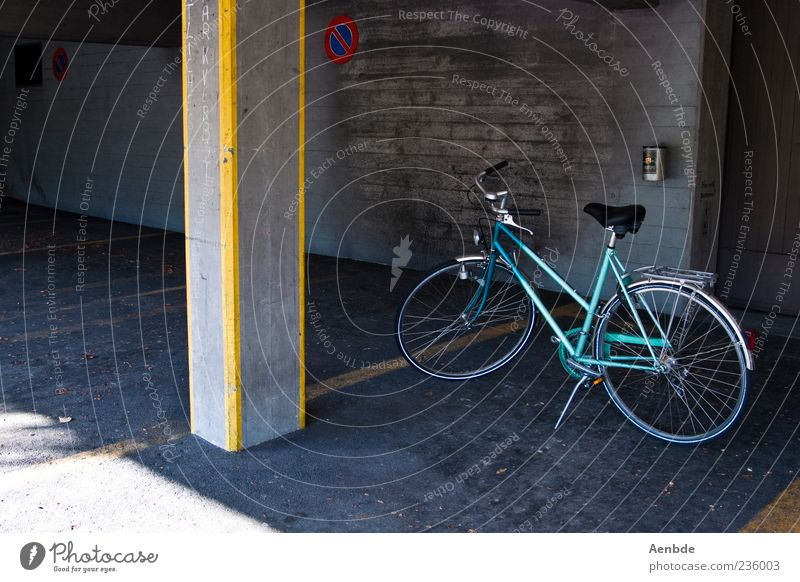 park Bicycle Parking Parking lot Parking garage Column Yellow Blue Ladies' bicycle Colour photo Exterior shot Deserted Day Asphalt Shadow Sunlight