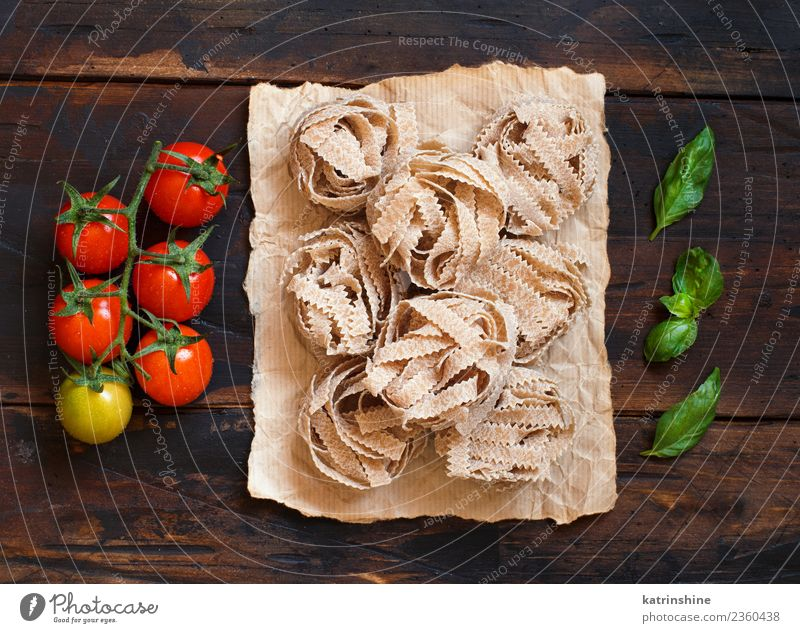 Whole wheat pasta tagliatelle, tomatoes and basil Vegetarian diet Diet Table Leaf Dark Fresh Brown Green Red Tradition cooking food health healthy Ingredients