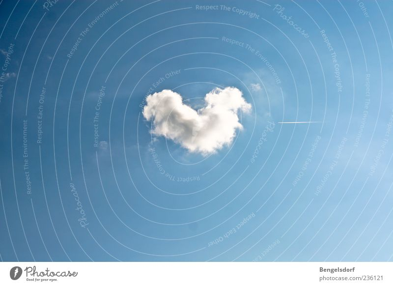 Human being Blue White Summer Clouds Emotions Heart Uniqueness Exceptional Kitsch Symbols and metaphors Beautiful weather Heart-shaped Cloud pattern