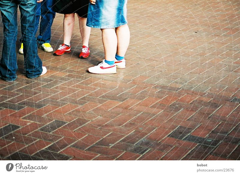 Shoes among themselves Footwear To talk Leisure and hobbies Gossip Group Cobblestones Legs Youth (Young adults) Date talk shit