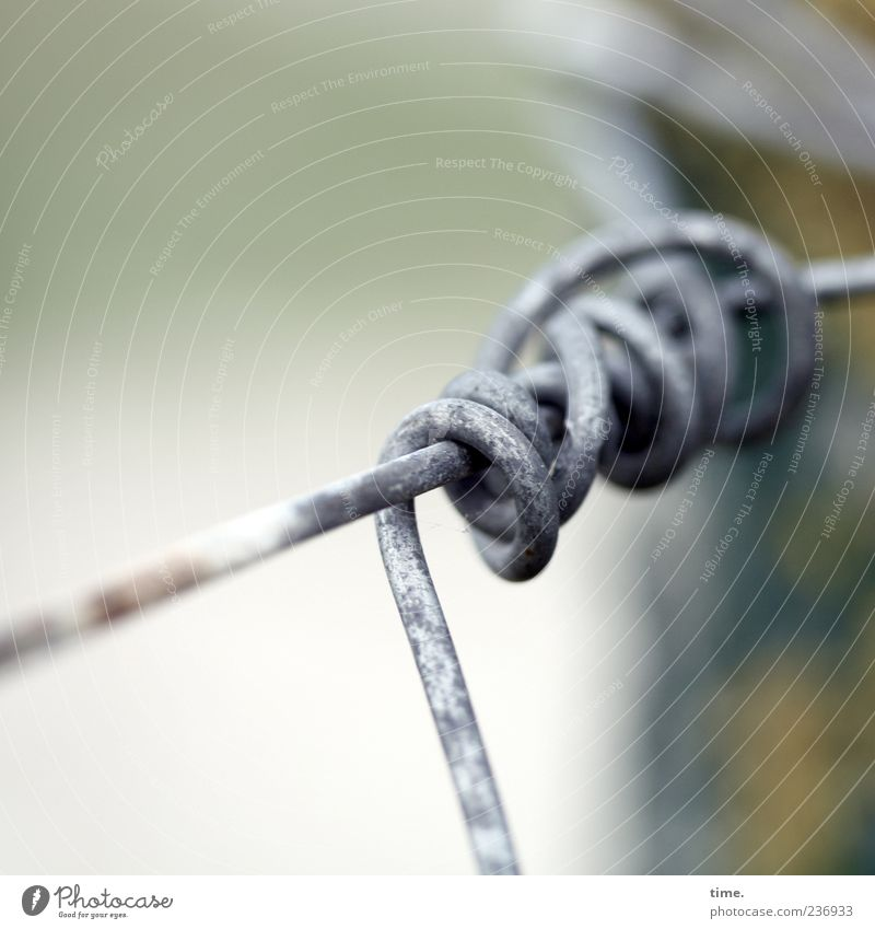 Metal Safety Fence Border Wire Hold Pole Fastening Coil Distorted Loop Wire cable Bound Rotated Metalware Wire fence