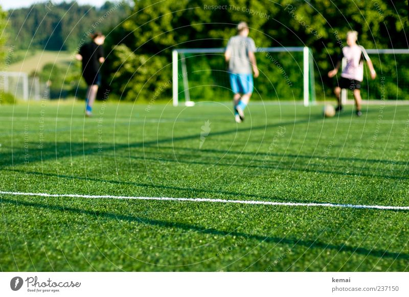 Human being Youth (Young adults) Green Adults Life Sports Movement Leisure and hobbies Soccer Young woman Foot ball 18 - 30 years Playing field Goal