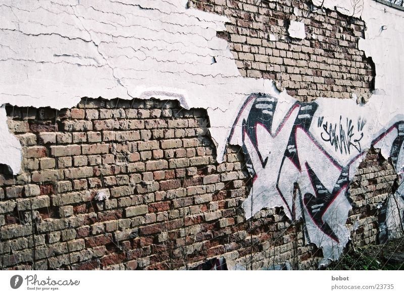 Wall (building) Wall (barrier) Graffiti Leisure and hobbies Brick Decline Breach Daub Spray can