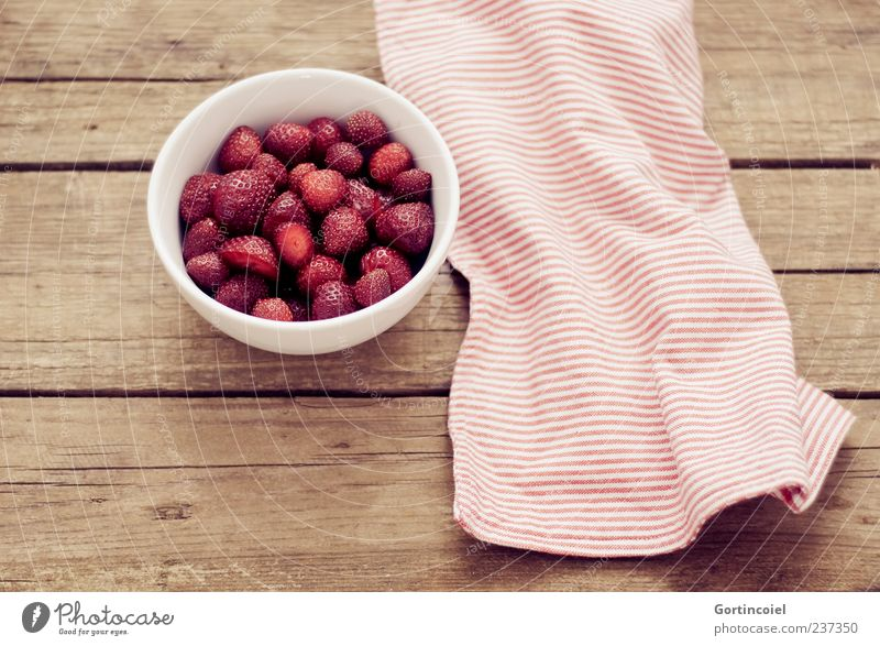 White Red Healthy Fruit Food Nutrition Organic produce Bowl Strawberry Vegetarian diet Table Wooden table Fruity Food photograph Dish towel Fruit bowl