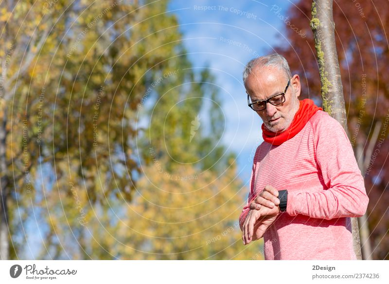 Portrait of a senior man using a smart watch. Lifestyle Relaxation Leisure and hobbies Sports Track and Field Sportsperson Jogging Work and employment Screen