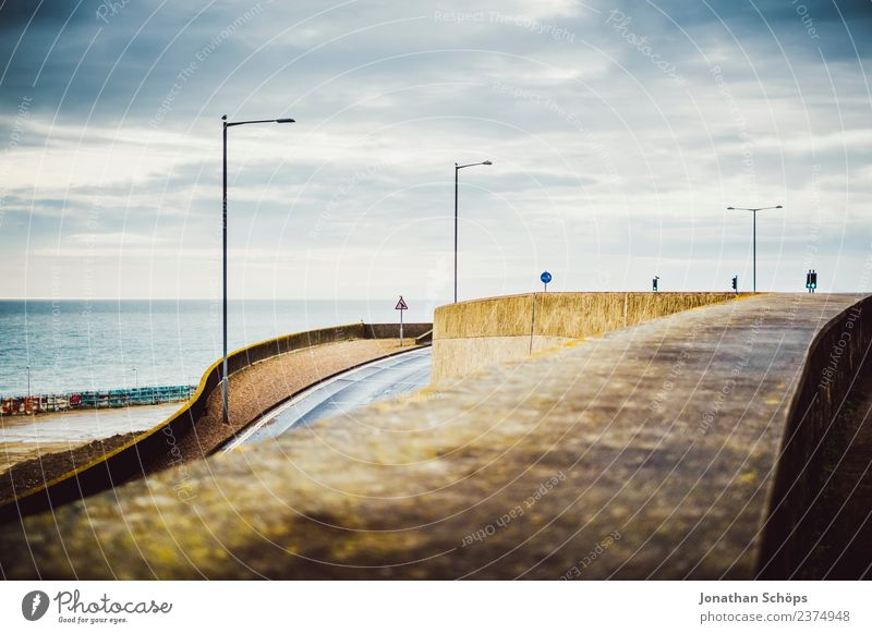 Roads on the south coast of England Town Port City Downtown Outskirts Architecture Wall (barrier) Wall (building) Gloomy Brighton Street Street lighting Ski-run