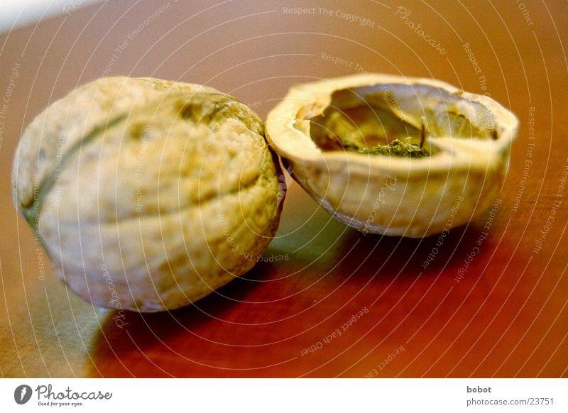 Nutshell (1) Half To break (something) Undo Closed Macro (Extreme close-up) Close-up walnut whoiscocoon