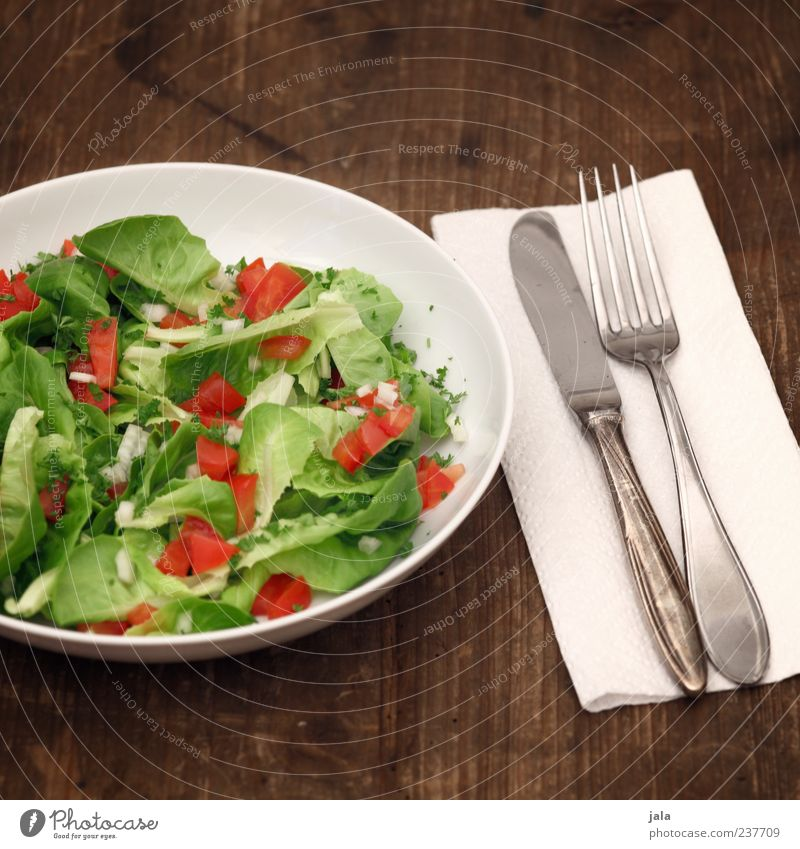 salad Food Lettuce Salad Herbs and spices Tomato Nutrition Lunch Dinner Organic produce Vegetarian diet Diet Plate Cutlery Knives Fork Napkin Wooden table