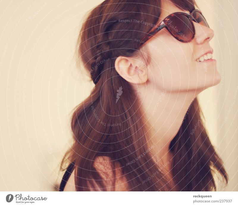 epicure Feminine Young woman Youth (Young adults) Woman Adults Head Hair and hairstyles 1 Human being Accessory Sunglasses Brunette Long-haired Relaxation