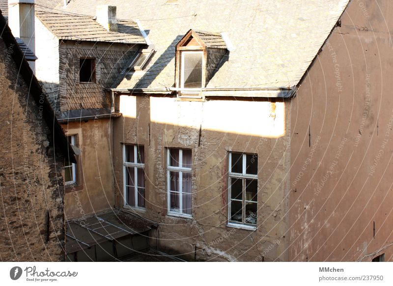 Old House (Residential Structure) Window Wall (building) Architecture Wall (barrier) Building Brown Facade Living or residing Roof Change Manmade structures Ruin Old town Tumbledown