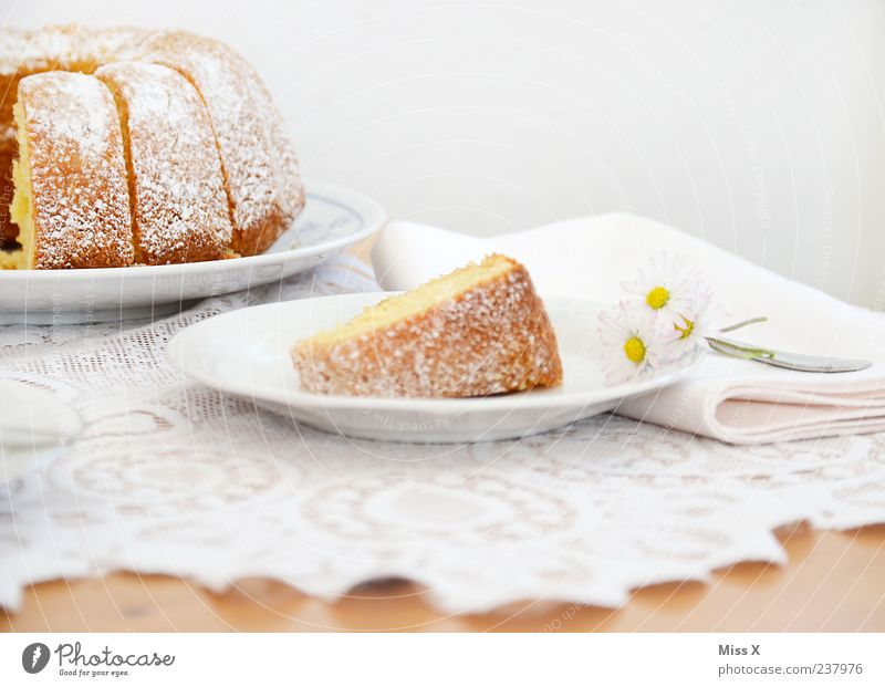 google-hupf Food Dough Baked goods Cake Nutrition Breakfast To have a coffee Plate Delicious Juicy Sweet Gugelhupf White Lace Confectioner`s sugar Table Daisy