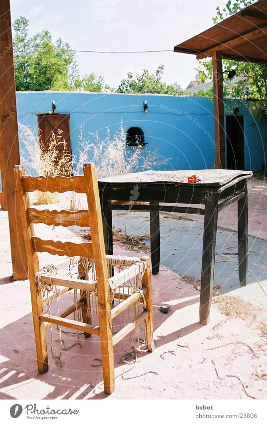 Bartenders rest II Table Rustic Vacation & Travel Decline Derelict Dust Brittle Mediterranean Leisure and hobbies Chair Blue Sand cigarrettes