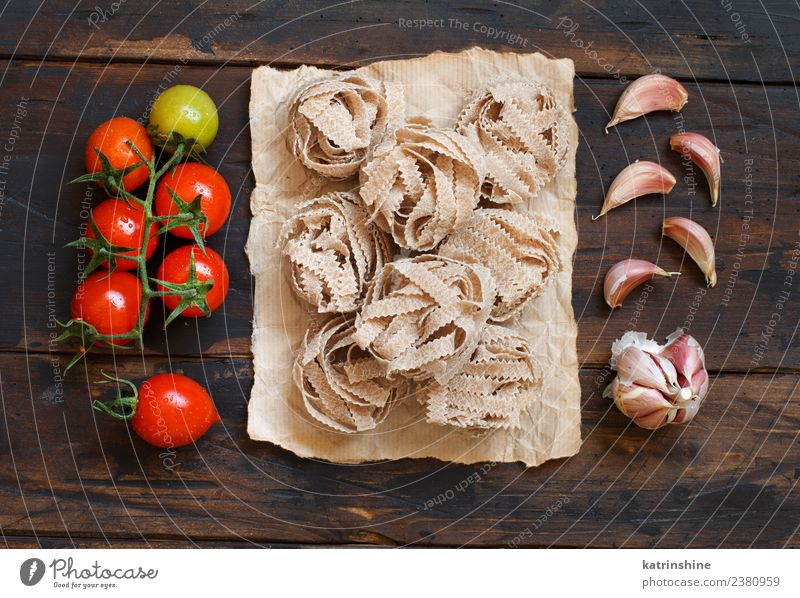 Whole wheat pasta tagliatelle, tomatoes and garlic Vegetarian diet Diet Table Dark Fresh Brown Red Tradition cooking food health healthy Ingredients whole