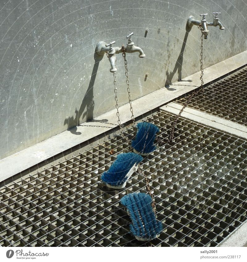 Blue Wall (building) Wall (barrier) Dirty Cleaning Rust Chain Grating Tap Brush Concepts &  Topics Chained up Metal grid