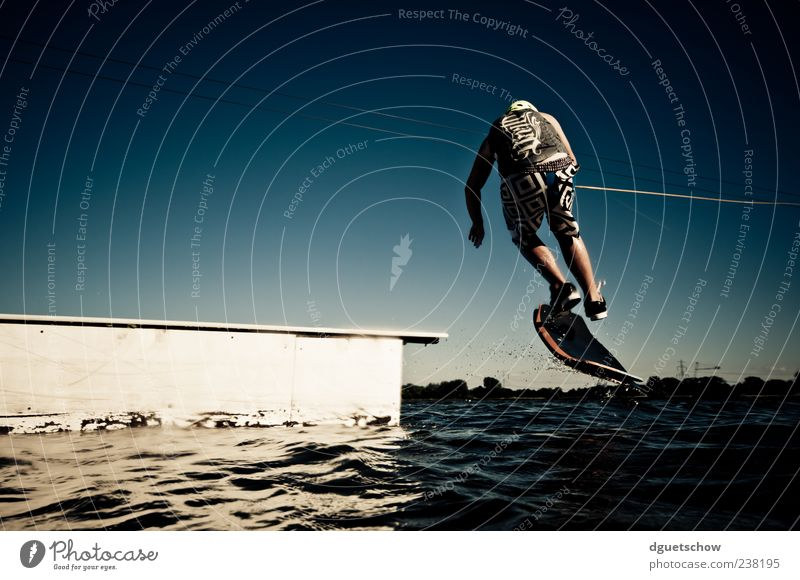 Man Water Joy Adults Sports Leisure and hobbies Masculine Esthetic Athletic Surface of water Cloudless sky Sportsperson Aquatics Kickflip Water ski Water-skier