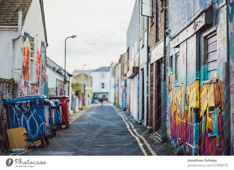 Lane with graffiti in Brighton, England Town Downtown Outskirts Populated House (Residential Structure) Manmade structures Building Architecture Facade Esthetic