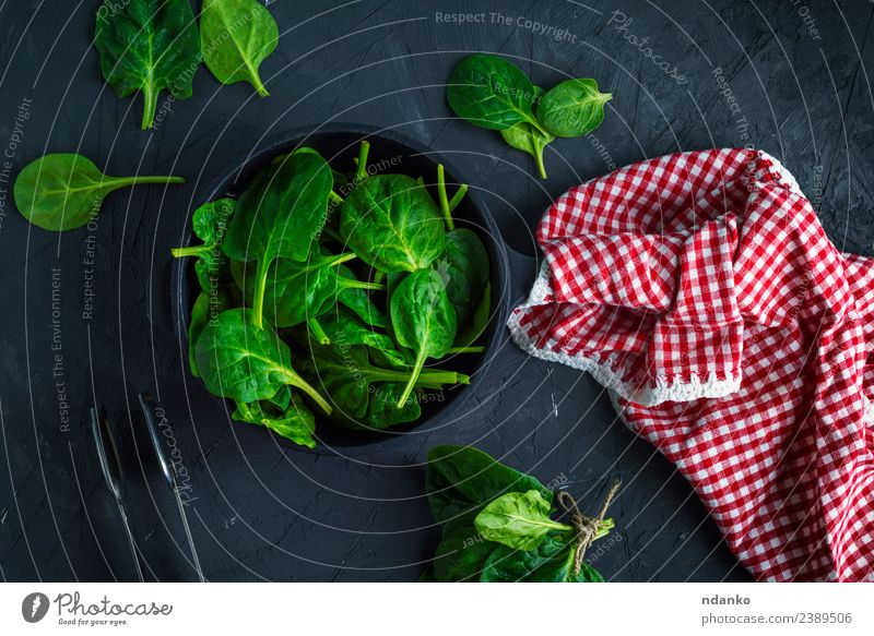 fresh green spinach Vegetable Herbs and spices Nutrition Vegetarian diet Diet Pan Table Nature Plant Leaf Eating Fresh Natural Above Green Red Black Salad