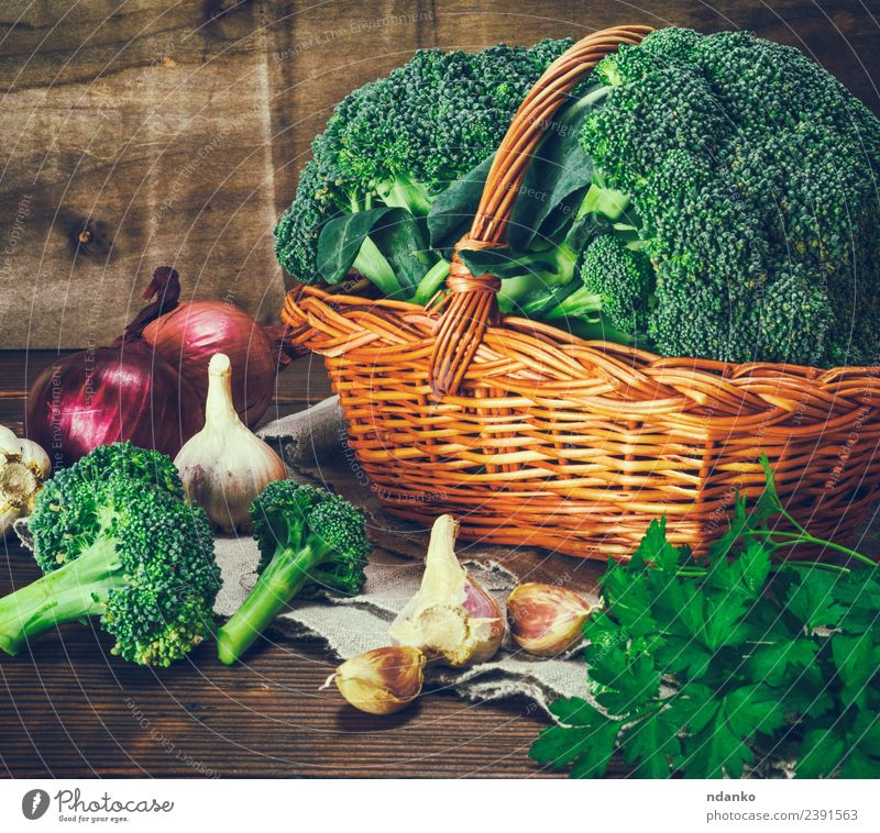 fresh broccoli in a wicker brown basket Vegetable Lettuce Salad Nutrition Eating Vegetarian diet Diet Table Nature Plant Wood Fresh Natural Brown Green Broccoli