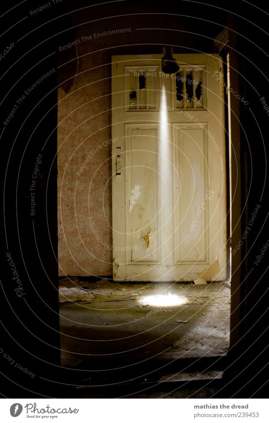 Old Beautiful Loneliness Dark Wall (building) Wall (barrier) Building Lamp Bright Door Dirty Exceptional Esthetic Illuminate Gloomy Uniqueness