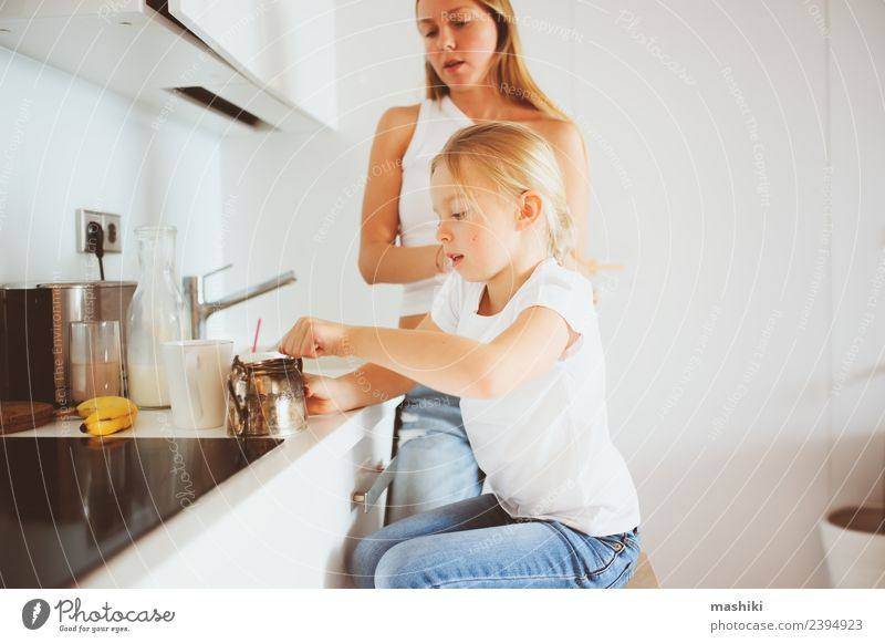 0542c5c2b mother having breakfast with kid daughter at home - a Royalty Free ...