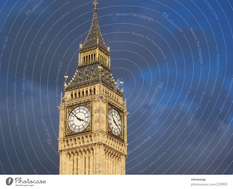 Big Ben Art Landmark London Clock Gold Clock tower Bad weather Clouds England Great Britain Respect Worm's-eye view Tourism Famousness Manmade structures Ornate