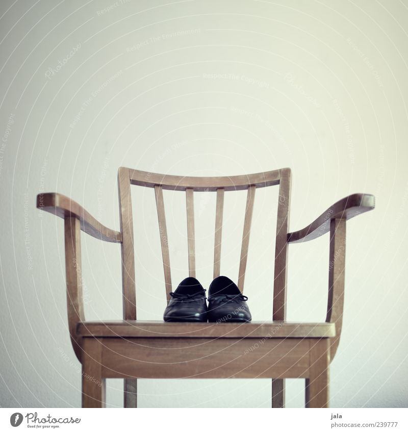 Flat (apartment) Footwear Elegant Esthetic Living or residing Chair Feces Furniture Classic Wooden chair