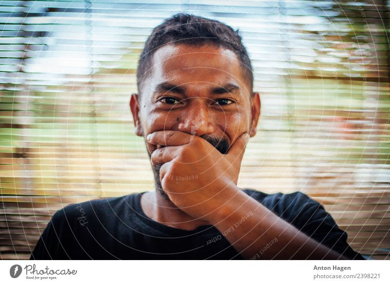 Moluccan smile Masculine Young man Youth (Young adults) Life Head 1 Human being 18 - 30 years Adults Enthusiasm Cool (slang) Joy To enjoy Equal Uniqueness