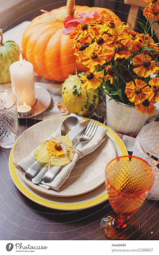 autumn traditional seasonal table setting at home Dinner Plate Cutlery Decoration Table Restaurant Feasts & Celebrations Thanksgiving Hallowe'en Autumn Flower
