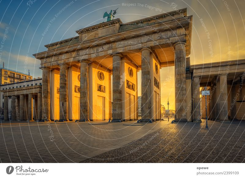 Brandenburg Gate in the morning... Capital city Manmade structures Architecture Wall (barrier) Wall (building) Tourist Attraction Monument Stone Signage