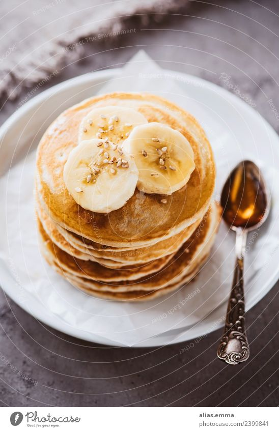 Vegan pancakes with bananas and maple syrup Pancake Rocks Cake Dessert Baked goods American Tradition Banana Sweet Vegan diet Maple tree Delicious Fruit Baking