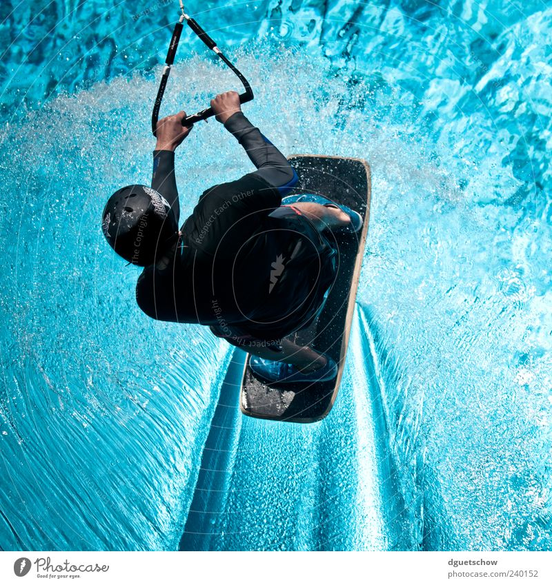 Wakeskater Joy Leisure and hobbies Sports Aquatics Sportsperson Masculine Young man Youth (Young adults) 1 Human being Water Driving Blue Surface of water
