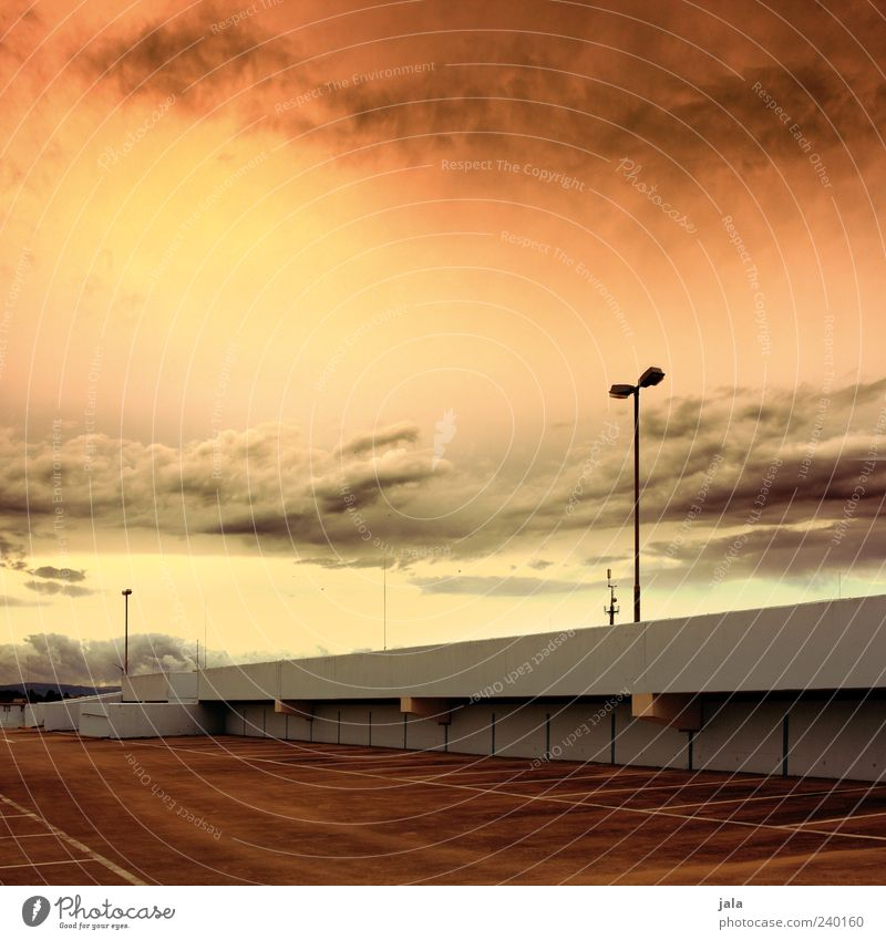 Sky Summer Clouds Architecture Building Roof Manmade structures Street lighting Dusk Sunrise