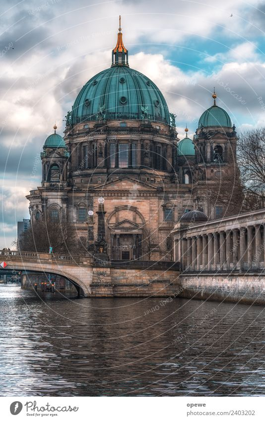 Berlin Cathedral Sun Art Museum Work of art Architecture Culture Clouds Sunlight Climate Bad weather River Church Dome Manmade structures Wall (barrier)