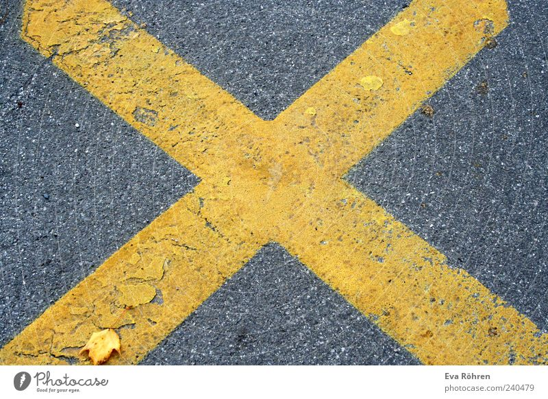 Cross on asphalt Environment Traffic infrastructure Street Lanes & trails Stone Road sign Large Yellow Gray Center point X Stop Asphalt Floor covering